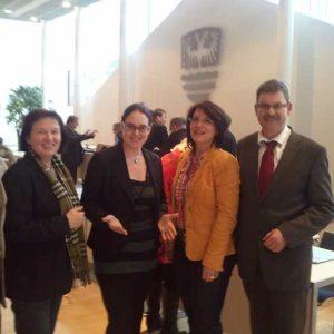 Lisa Gnadl mit Bürgermeistern und Stadträten