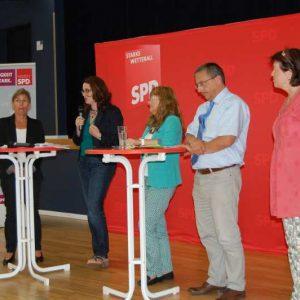Podium mit Bettina Müller, Lisa Gnadl, Christine Jäger, Stefan Lux und Ulrike Pfeiffer-Pantring