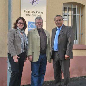 Auf dem Foto sind zu sehen (von links nach rechts): Lisa Gnadl, Eckhard Sandrock und Stefan Lux.