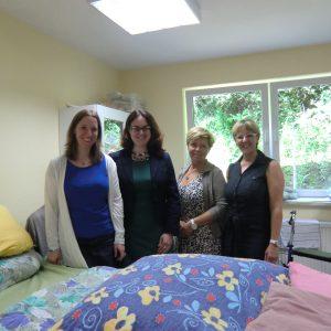 Auf dem Foto sehen Sie von links nach rechts: Dr. Daniela Neuschäfer, Lisa Gnadl, Tatjana Astachov und Petra Becker