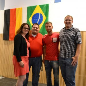 Auf dem Foto von links nach rechts: Lisa Gnadl, Daniel Schmidt, Shkodran Mustafi, Dominik Bantle