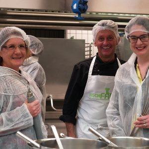 Lisa gnadl bei Besichtigung der KochFABrik
