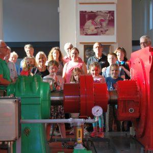 Gruppenbild im Wasserkraftwerk Lißberg