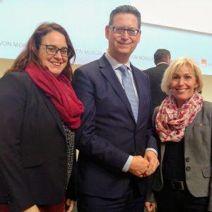 Lisa Gnadl und Bettina Müller zusammen mit SPD-Landeschef Thorsten Schäfer-Gümbel